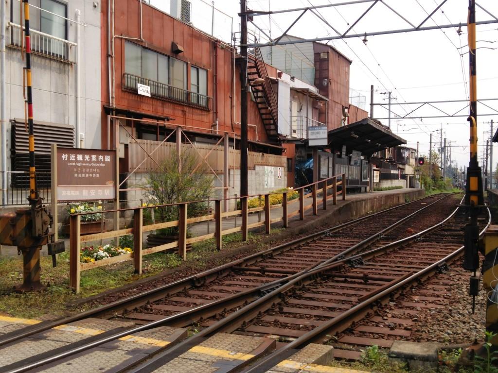 龍安寺駅。嵐電の駅は、だいたいこぢんまり。