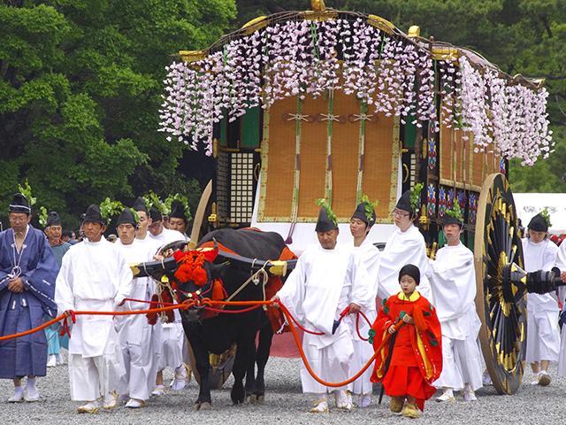 古来の様式を守る「葵祭」 – 京...