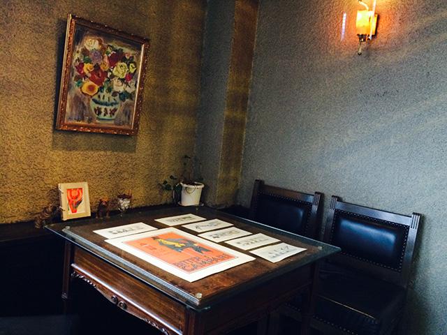 柳月堂「名曲喫茶」 - 店内テーブル
