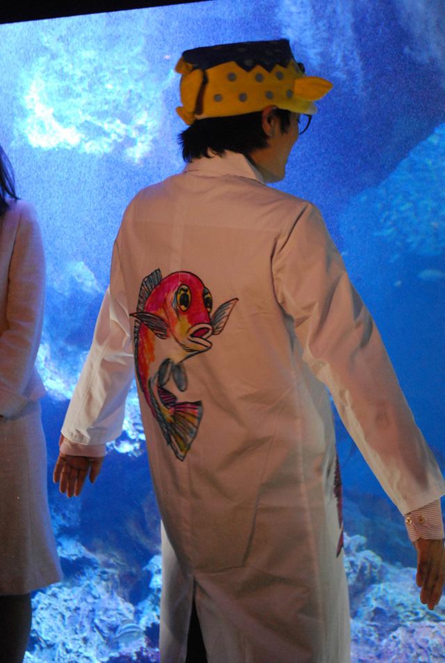京都水族館 - 白衣背中