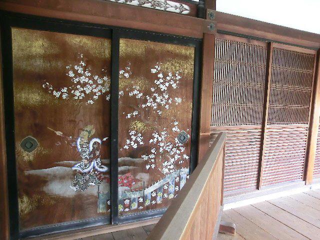 仁和寺 - 板戸の桜