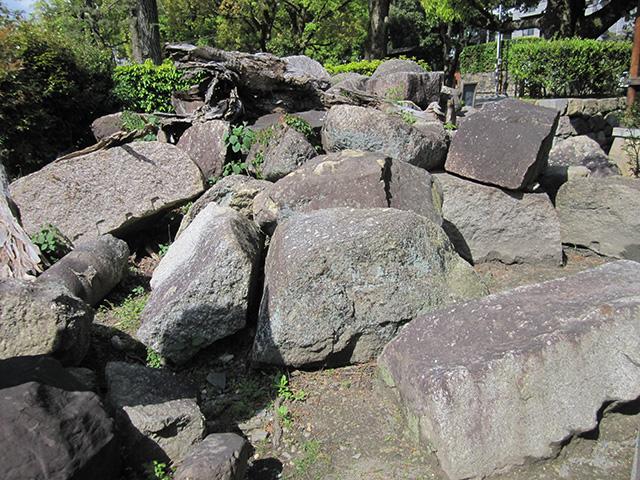 御香宮 - 伏見城の跡残石