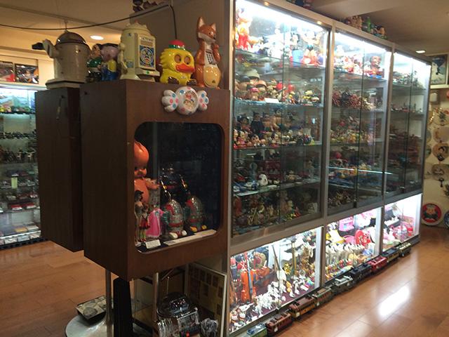ブリキのおもちゃと人形博物館 - 店舗内概観