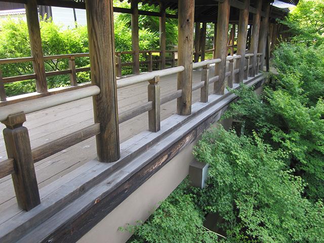 現在の通天橋は、昭和34年に台風で倒壊したあと再建されたもの。