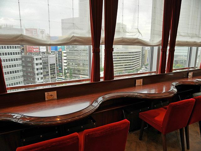 イノダコーヒ - 窓際席