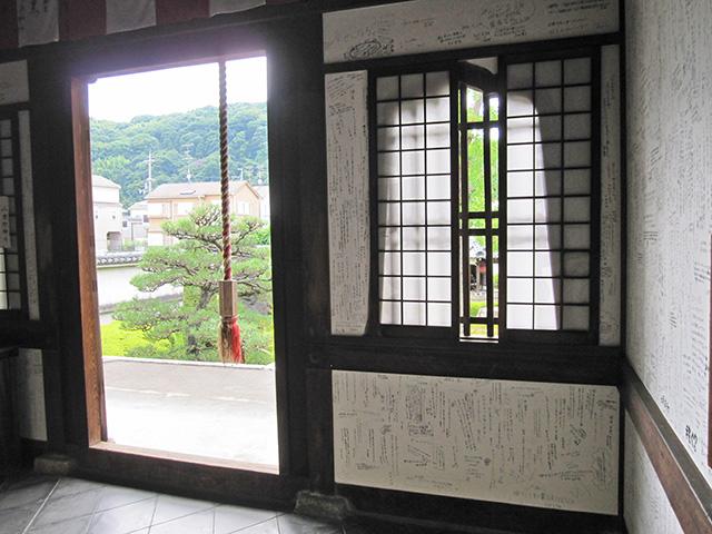 らくがき寺 - 大黒堂内部