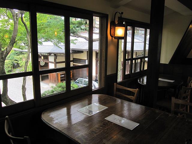 カフェ真古館 - 窓から吉田山荘
