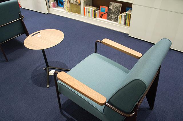 ワコール スタディホール京都 - ライブラリー椅子
