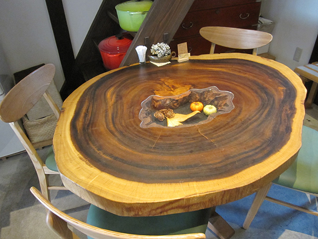 ひとつのおさら - 丸テーブル