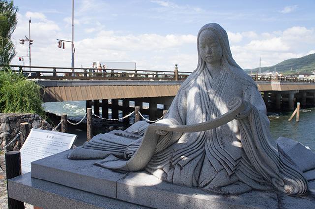 宇治川 - 紫式部の像