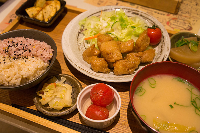 mumokuteki cafe & foods - おからあげ定食