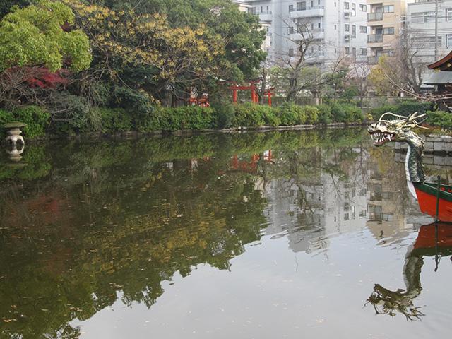 神泉苑 - 法成就池と舟