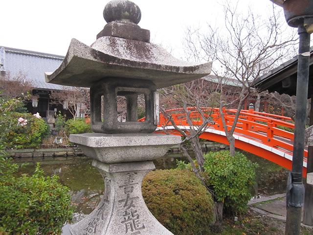 神泉苑 - 橋と灯籠