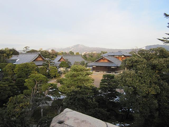 二条城 - 東山を望む