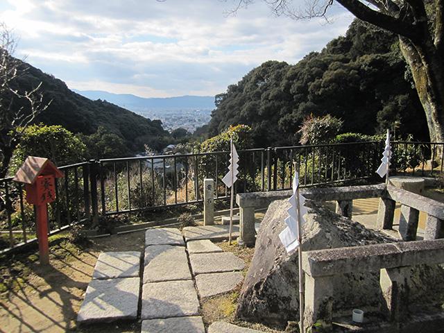 清閑寺 - 要石