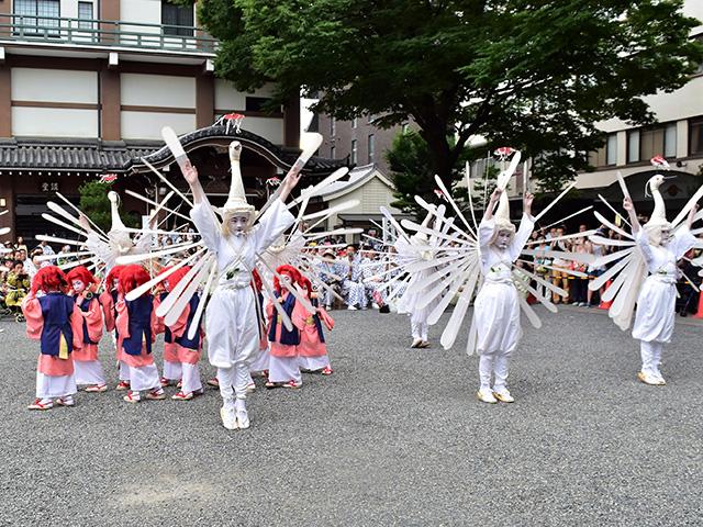 お迎え提灯 - 舞踊奉納1