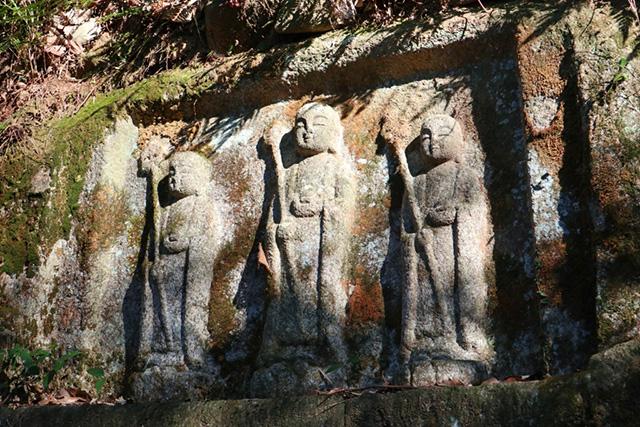 岩船寺 - 三体地蔵磨崖仏