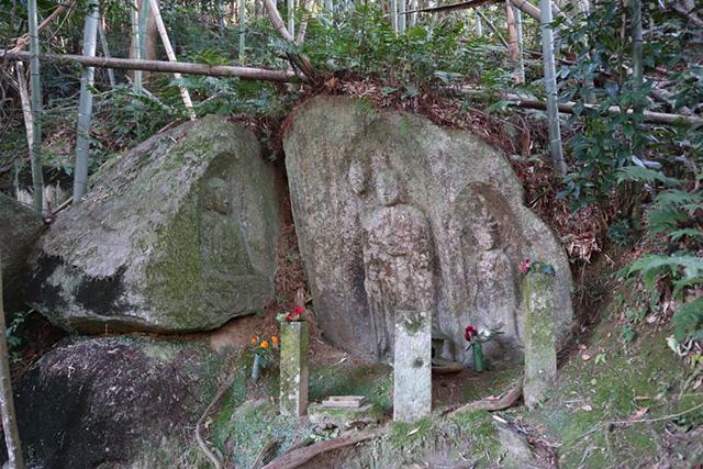 当尾の里 - 藪の中三尊磨崖仏