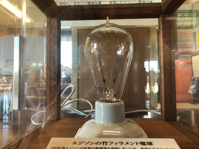 竹フィラメントの電球(さくらであい館)