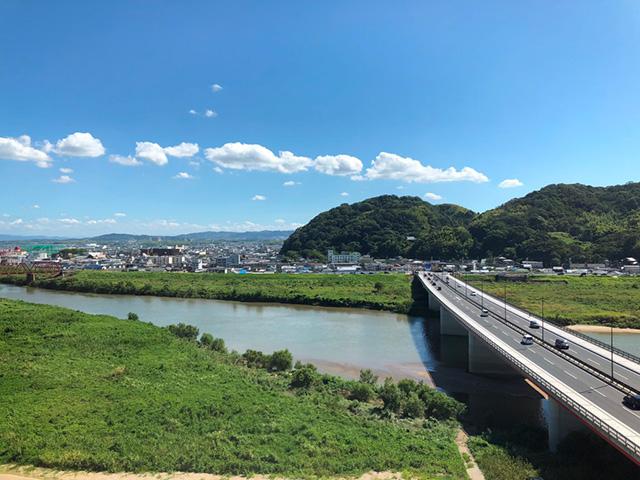 展望台からの石清水八幡宮(さくらであい館)