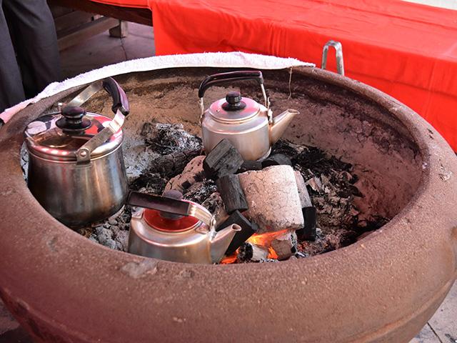 満足稲荷神社 - 火鉢