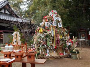 古の宮中行事を伝える新熊野神社の左義長神事