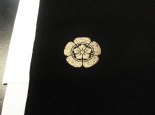 家紋工房「柊屋新七」で家紋の型染めを体験