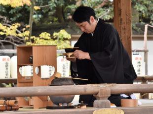 紫式部が色づく頃に、平野神社の「紫式部祭」
